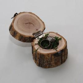 Drevená truhlička s kôrou na prstienky