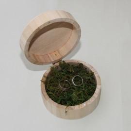 Drevená okrúhla krabička na obrúčky