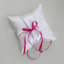 Biely saténový vankušik s farebnou mašličkou - možnosť zmeniť farbu mašličky